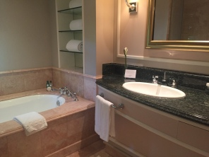 beverly-hills-hotel-bathroom