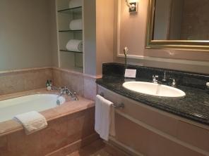 beverly-hills-hotel-bathroom