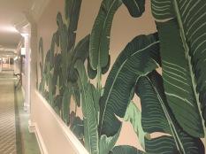 beverly-hills-hotel-hallway